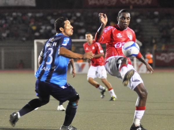 Aunque Luis Tejada vistió ambas camisetas, solo anotó con la de Aurich en estos duelos. (Foto: Prensa Juan Aurich)