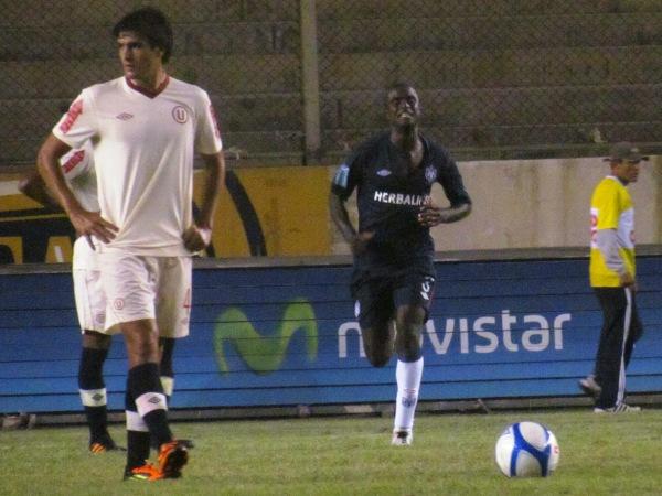 Christian Ramos consiguió el primer doblete de su carrera y fue la figura de la noche. (Foto: José Salcedo / DeChalaca.com)
