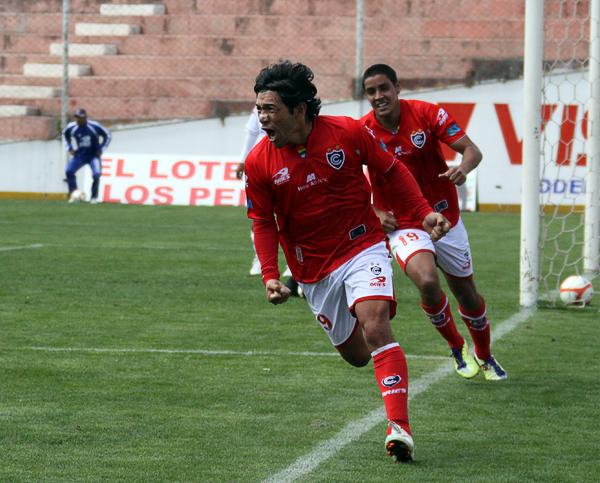 En las últimas temporadas de Mostto el gol estuvo algo ausente, por ello, los tres goles que se mandó ante Gálvez el popular 'Rambo' los celebró con todo (Foto: José Carlos Angulo)