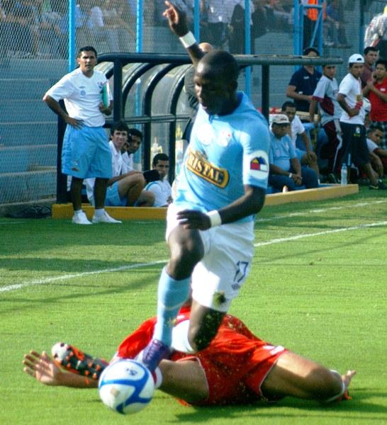 Como manda la historia en el estadio San Martín, Cristal volvió a golear a Cienciano. Una clásica tendencia que no se repetía hace ocho años (FOTO: Luis Chacón / DeChalaca.com)