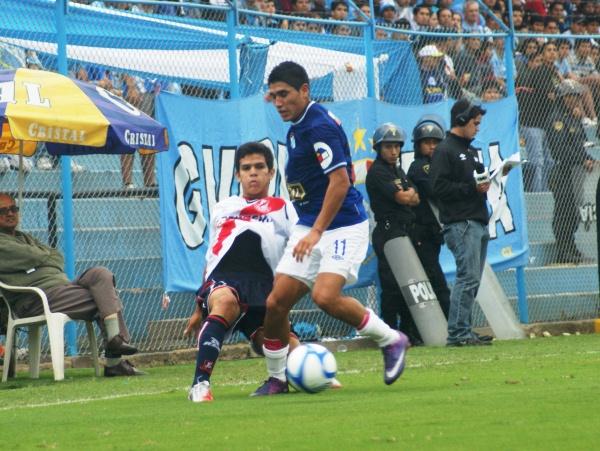 LA CLAVE. El primer tanto de Írven Ávila permitió que Cristal pueda, una vez más, acomodarse en el San Martín y terminar goleando. (Foto: Luis Chacón / DeChalaca.com)