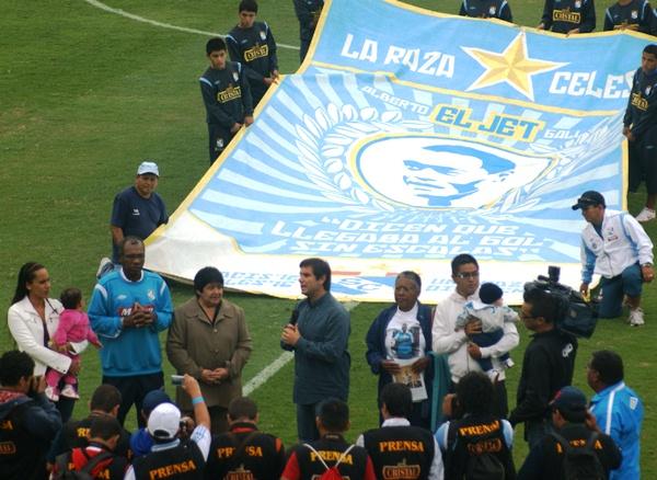 EL HOMENAJE. Y al fin se oficializó el cambio de nombre del San Martín al Estadio Alberto Gallardo. (Foto: Luis Chacón / DeChalaca.com)