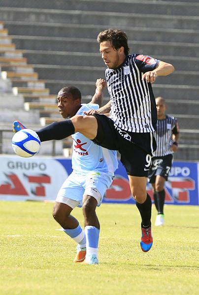 Alianza no encontró el refuerzo que esperaba en el uruguayo Jonathan Charquero, quien acabó por irse de La Victoria a mitad de temporada (Foto: diario La Industria de Trujillo)