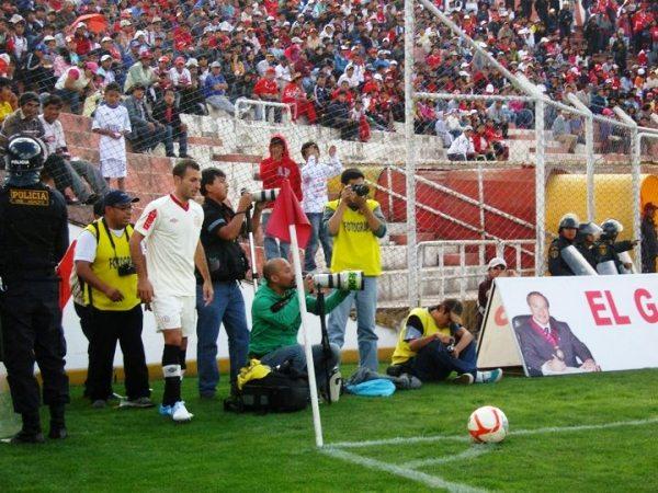 LA CLAVE. La lesión de Rainer Torres permitió el ingreso de Calcaterra y un rumbo distinto en la volante crema. (Foto: Prensa Universitario)