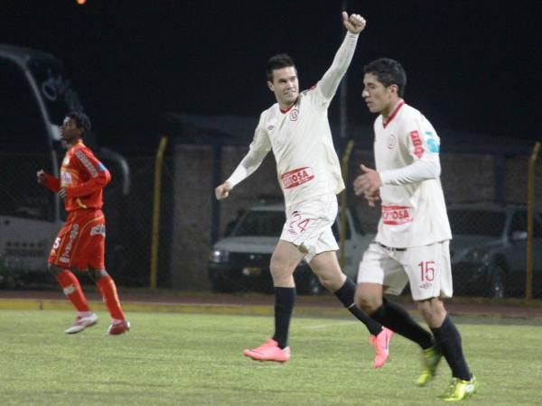 Aurelio Sao Vértiz celebra su golazo de tiro libre. Al lateral izquierdo se le está haciendo costumbre ejecutar tiros de tiro libre (Foto: Jhefryn Sedano)