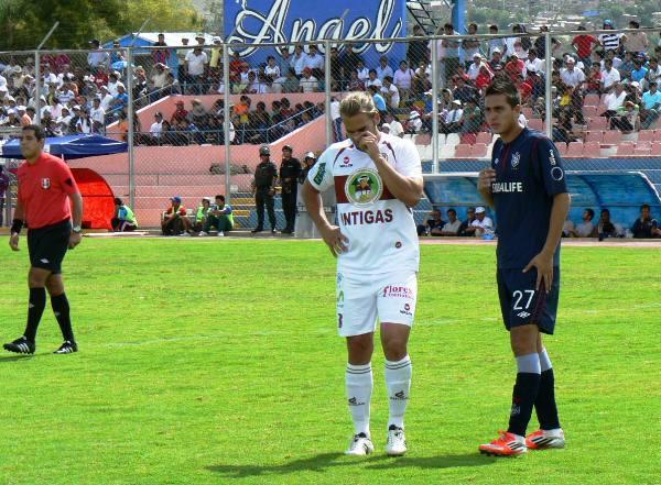 LA CLAVE. El tanto de penal convertido por Oliveira significó un punto de quiebre en el partido. San Martín no pudo reponerse del marcador adverso. (Foto: Ciro Madueño)