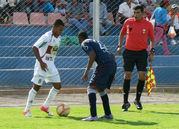 EL JUGADÓN. A los 86 minutos Carlos Jairsinho Gonzales se mandó una gran jugada individual que no terminó en gol por la mala definición del volante. (Foto: Ciro Madueño)