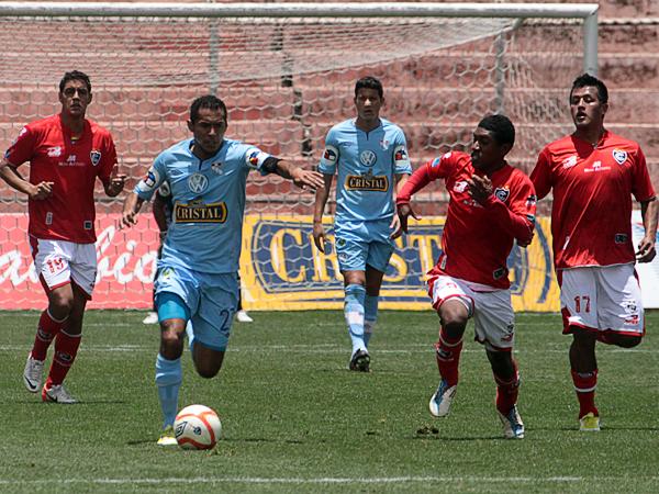 Carlos Lobatón renovó con Cristal pese a las voces que lo daban fuera del equipo celeste (Foto: José Carlos Angulo)