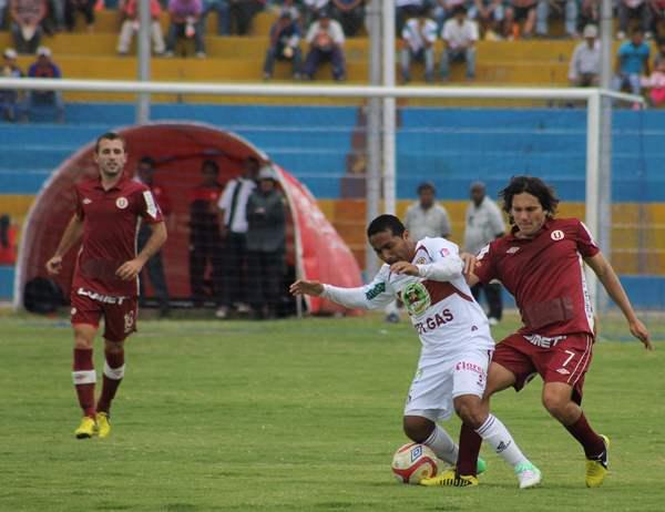 EL CAPO. Calcaterra fue el conductor de Universitario en Ayacucho. Pese a la derrota, el argentino se mostró como el jugador más desequilibrante. (Foto: cortesía Ovación Digital)