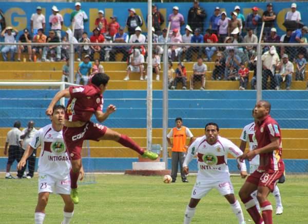 LA CLAVE. Ospina logró ganarle en el duelo táctico a Solano. Los ayacuchanos explotaron al máximo su 4-cuadrado-2 y se llevaron la victoria sobre el final. (Foto: cortesía Ovación Digital)