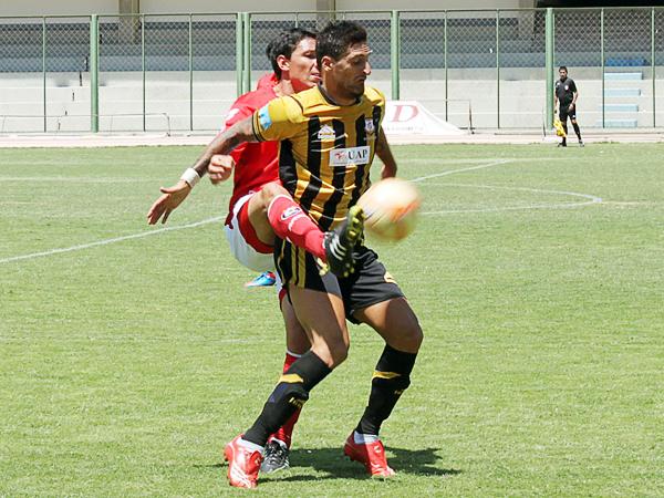 Lucas Rodríguez volvió a anotar para Cobresol pero al final ese tanto fue absorbido por el mejor desempeño de Cienciano (Foto: diario La Prensa Regional)