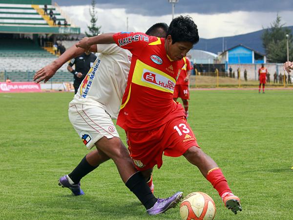 Willyan Mimbela fue un problema adicional para la 'U' desde que ingresó en el segundo tiempo (Foto: Jhefryn Sedano)
