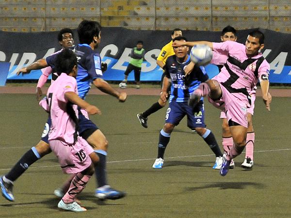 LA CLAVE: El ataque de la Vallejo exigió a los rosados desde el inicio llegando a tener una rápida recompensa con el gol de 'Malingas' Jiménez (Foto: diario La Industria de Trujillo)