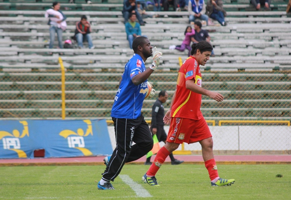 EL CAPO. Daniel Reyes fue fundamental para que José Gálvez no se comiera una goleada en Huancayo. La %u2018Pantera%u2019 regaló una gran cantidad de buenas atajadas. (Foto: Jhefryn Sedano)