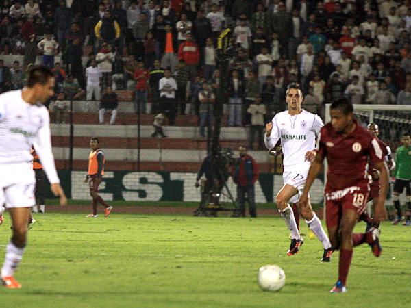El ataque de la 'U' encontró amplia resistencia de parte de la San Martín pero aún así jugadores como Andy Polo se las arreglaron para hacer daño (Foto: Luis Chacón / DeChalaca.com)