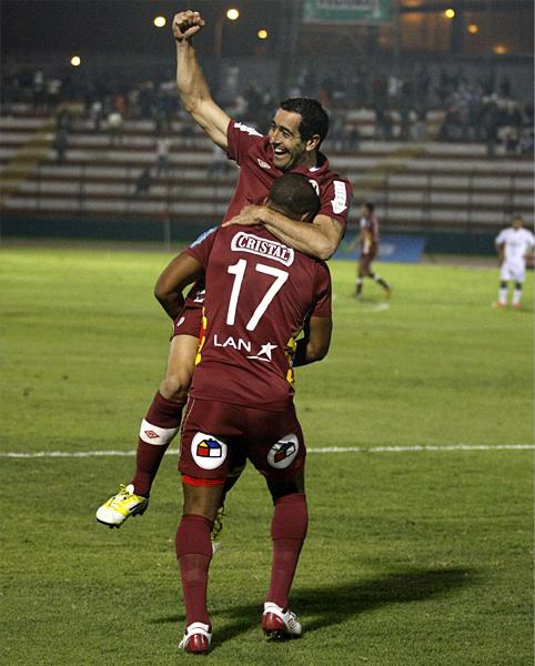 En Universitario le renovaron la confianza a Miguel Ximénez para que siga siendo el '9' goleador que fue en 2012 (Foto: archivo DeChalaca.com)