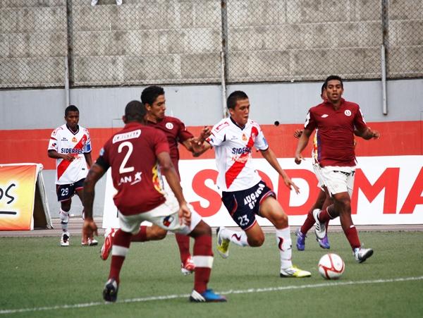 EL CAPO. El juvenil Pietro Flores no desaprovechó la oportunidad de arrancar como titular y se despachó con dos goles en la goleada de su equipo ante Universitario. (Foto: Diario de Chimbote)