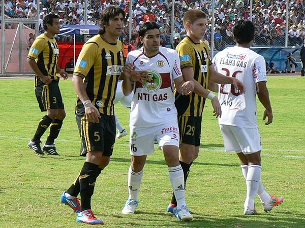 La razón por la que Villasanti se convirtió en el jugador clave durante toda la temporada fue, en parte, por las licencias defensivas del cuadro gasífero. (Foto: Ciro Madueño)
