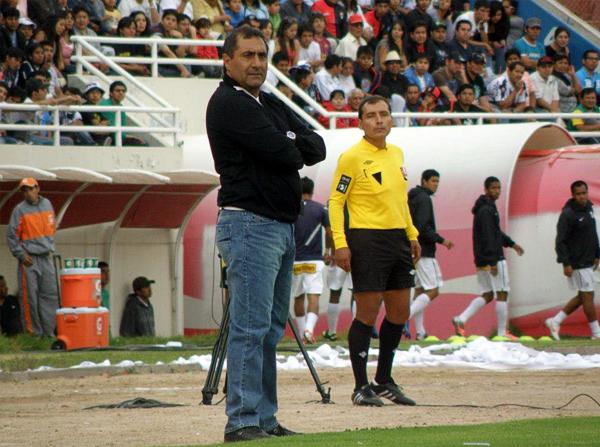 En Arequipa se mantiene la expectativa con Julio Zamora, aunque esta temporada está a cargo del Sportivo Huracán (Foto: Iván Carpio / DeChalaca.com)
