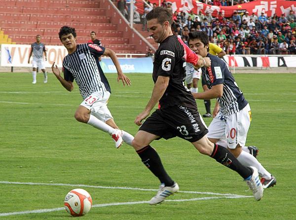 Julián di Cosmo se convirtió en uno de los mejores jugadores que Melgar tuvo en 2012 pero ello no le aseguró su permanencia en el fútbol peruano (Foto: Iván Carpio / DeChalaca.com)
