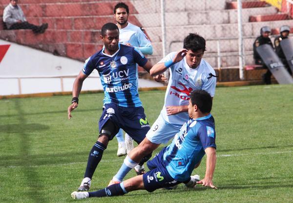 LA CALAMIDAD. Antonio Serrano sufrió la falta de continuidad y se mostró impreciso durante los minutos que estuvo en el campo. (Foto: José Carlos Angulo)