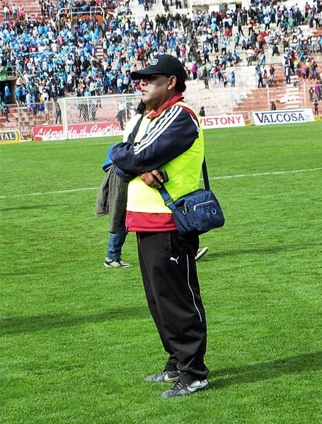 Aquí una imagen que deberían recordar en el Cusco para que nunca más se mezcle el fútbol con la violencia, mucho menos de alguien que se autonombra