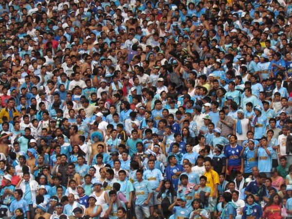 LA CANCHA. El estadio Nacional lució abarrotado de hinchas celestes. Hubo más de 34000 personas pagantes. (Foto: José Salcedo / DeChalaca.com)