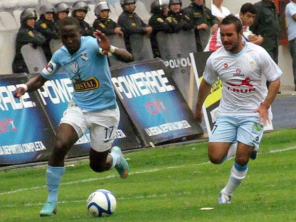Su buena temporada con Cristal tiene a Luis Advíncula como una posible baja en el Rímac si se llega a dar su transferencia (Foto: José Salcedo / DeChalaca.com)