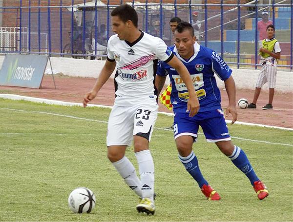 Pacífico prefirió esperar en su campo antes que buscar el partido, tal como aquí con Ángel Pérez ante Roberto Jiménez (Foto: Mario Azabache / DeChalaca.com)