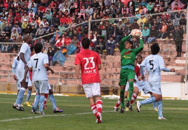 Juan Pretel se mostró seguro en el arco de Real Garcilaso e impidió que los jugadores de Cienciano llegaran a la paridad en el cotejo (Foto: José Carlos Angulo)