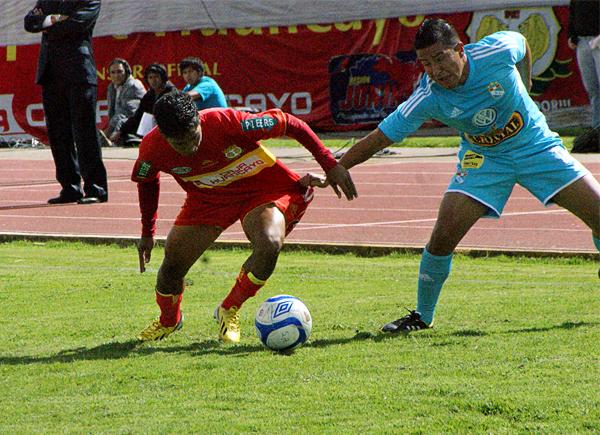 Marcio Valverde tuvo la respuesta que Cristal necesitó en el partido para meterle presión a los huancaínos que en la parte final se dejaron estar hasta poner en riesgo su victoria (Foto: Diario Primicia de Huancayo)