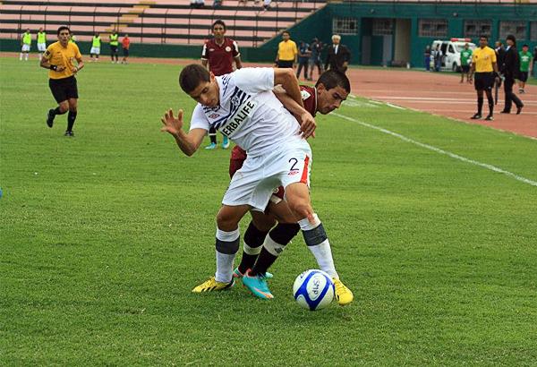 Aldo Corzo es uno de los laterales que en los últimos años apareció como opción en el fútbol peruano pero las variantes en el medio siguen escasas (Foto: Luis Chacón / DeChalaca.com)