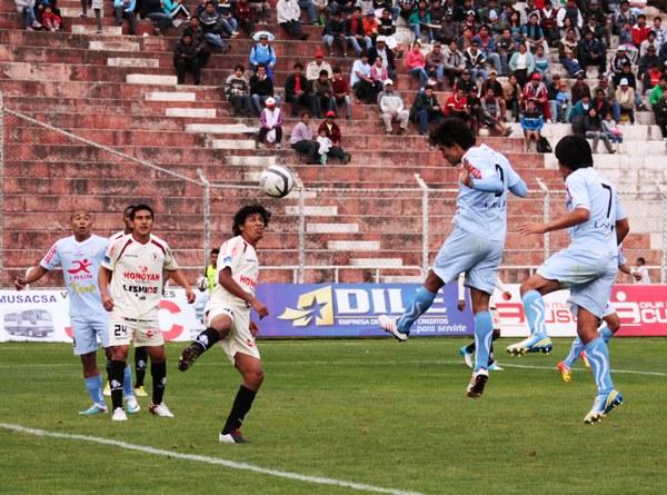 Real Garcilaso - León por el Descentralizado 2013. (Foto: archivo DeChalaca.com)