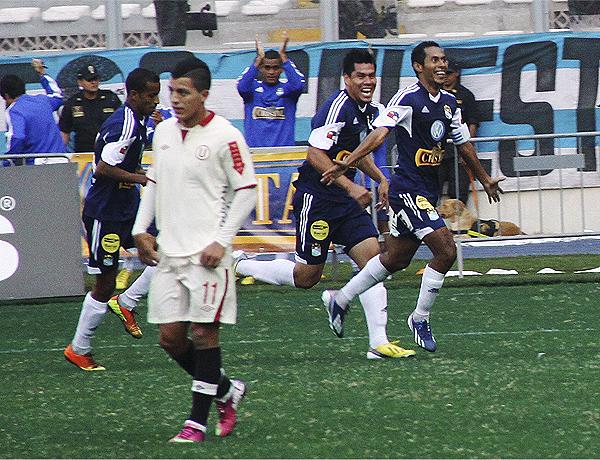 Uno de los mejores partidos de Cristal en el torneo lo realizó frente a Universitario que cayó goleado en el Nacional (Foto: Miguel Koo Vargas / DeChalaca.com)