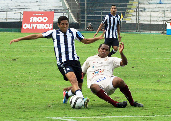 Sergio Peña con la camiseta de Alianza, equipo que lo tiene como un proyecto a mediano plazo para entrar de lleno en el once principal (Foto: Luis Chacón / DeChalaca.com)