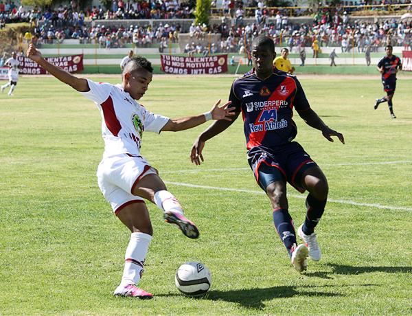 Desde que agarró un puesto en el once titular, Andrés Arroyave ha tenido buenos partidos en Inti Gas sacando provecho de su habilidad (Foto: cortesía Ovación digital)
