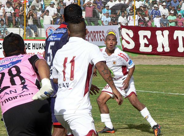 Henry Colán espera con paciencia el balón tal como el momento en el que cerró el partido con un gol en los descuentos (Foto: Ciro Madueño)