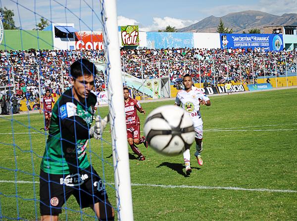 Con UTC las lesiones de Daniel Ferreyra quedaron de lado y el arquero recuperó parte del protagonismo que tuvo cuando recién llegó al fútbol peruano (Foto: José Luis Cabrera / DeChalaca.com)