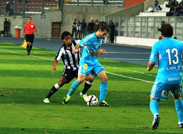 Branco Serrano arrancó como titular y no tuvo problemas para controlar a jugadores que como Horacio Calcaterra intentaron pasar por su lado (Foto: Luis Chacón / DeChalaca.com)