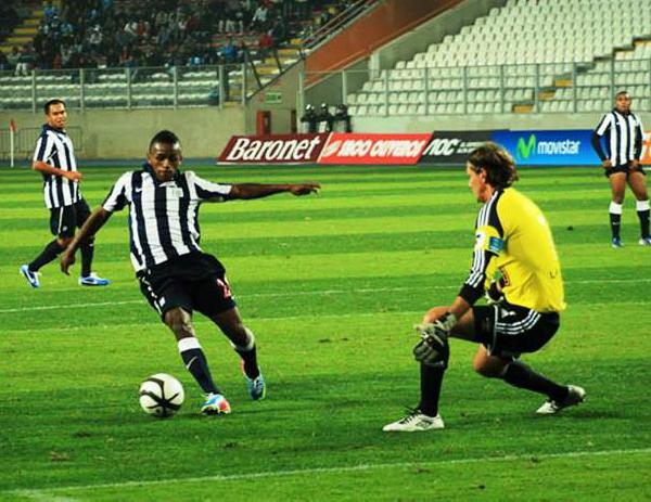 El ingreso de Yordy Reyna refrescó la ofensiva blanquiazul en el último partido de su goleador en el fútbol peruano (Foto: Luis Chacón / DeChalaca.com)