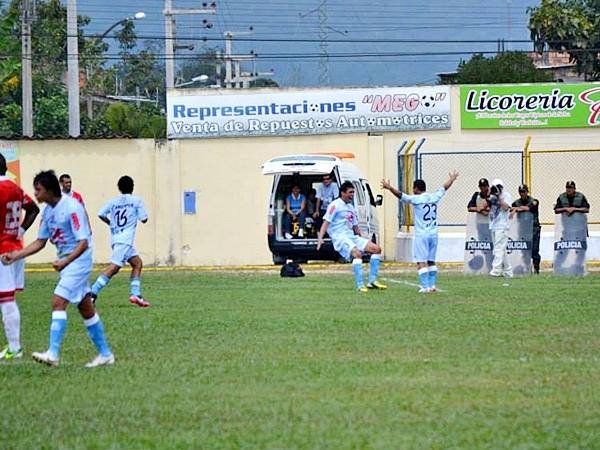 Tiro libre de Ramúa y zurdazo de Huerta, quien anotó así su primer gol en la máxima categoría del fútbol peruano. Un tanto determinante para el primer objetivo de la 'Máquina Celeste': la Copa Libertadores. (Foto: Emilio Ruiz)