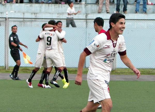 La euforia de UTC se manifiesta luego del gol de Gianfranco Labarthe para superar con lo justo a Cienciano en 2013 (Foto: Jorge Cabanillas)