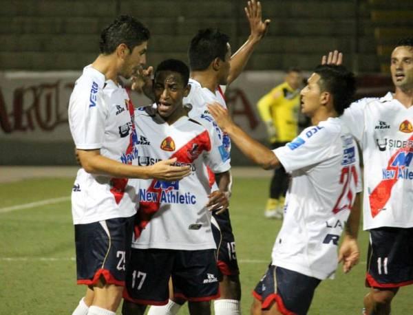 Durán celebra su gol en Primera ante Inti Gas. (Foto: Diario de Chimbote)