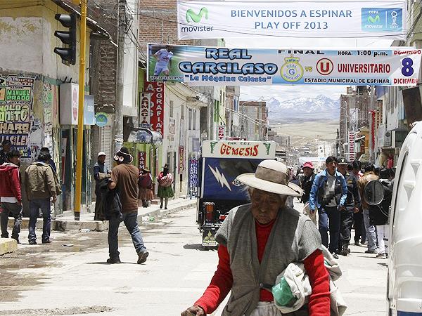 ANUNCIE AQUÍ. La publicidad en las afueras de Yauri brilló por su presencia, por lo que no había forma de no estar enterado del partido (Foto: Miguel Koo Vargas / DeChalaca.com, enviado especial a Yauri)