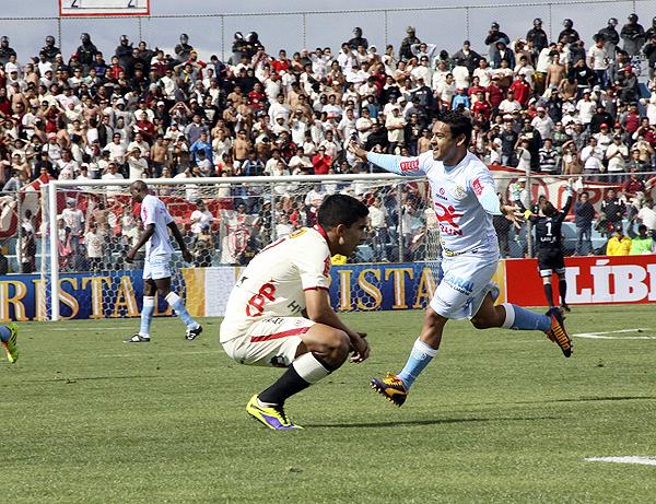 Luego del empate de Universitario el encuentro parecía complicado para Real Garcilaso hasta que el 'Chapu' Ramúa sacudió las redes con un fuerte remate desde fuera del área (Foto: Miguel Koo Vargas / DeChalaca.com)