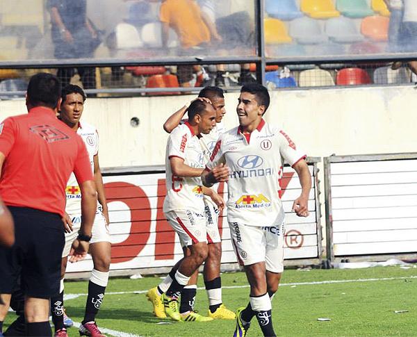 Universitario también evidenció el éxito de la temporada en la incrementación de anunciantes en su indumentaria (Foto: Luis Chacón / DeChalaca.com)