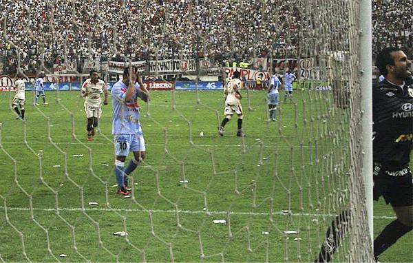 En la parte final el equipo celeste pudo descontar con un penal que Fabio Ramos mandó muy arriba, dejando lejos cualquier posible reacción cusqueña (Foto: Luis Chacón / DeChalaca.com)