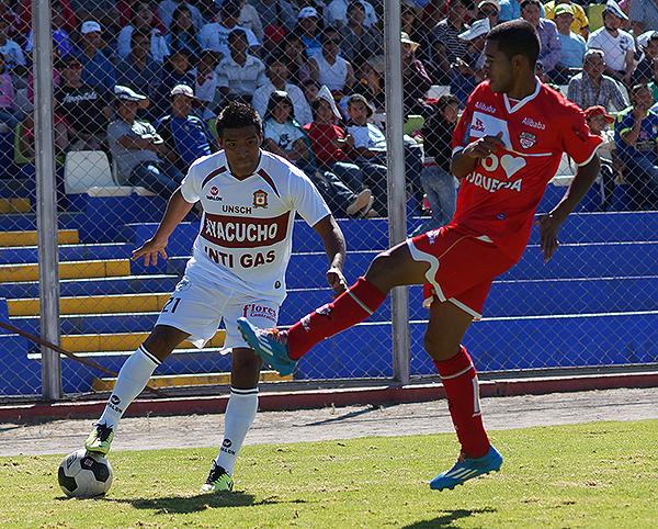 Su equipo perdió otra vez, pero David Díaz fue el más incisivo (Foto: José Luis Cabrera / DeChalaca.com)