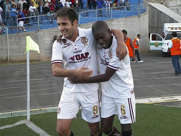 En Cajamarca se pasó de la desazón a la alegría en una acción, la que tuvo a Rafael Farfán como autor del único gol frente a Melgar (Foto: Jorge Cabanillas)
