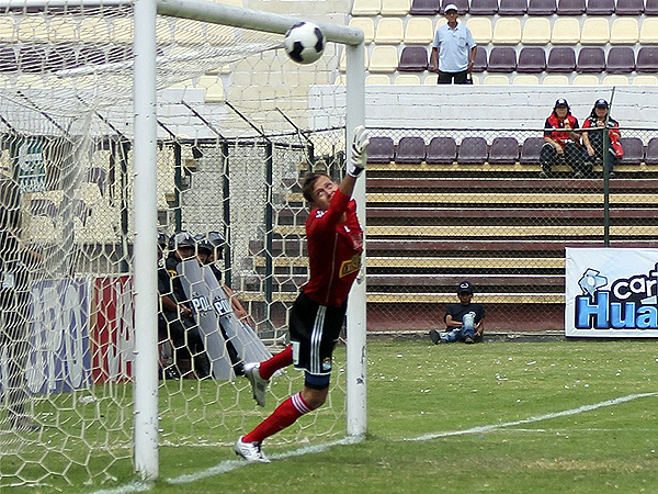 Buenas intervenciones tuvo Diego Penny frente a León para al final sacar un punto del Heraclio Tapia (Foto: Mihay Rojas / DeChalaca.com)